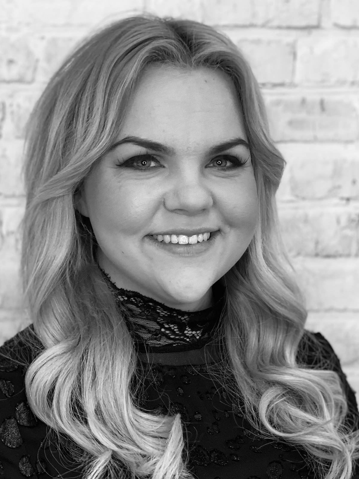 Nicole - top seniorstylist og indehaver - Zoom by Zoom Fredericia (Hårværk)